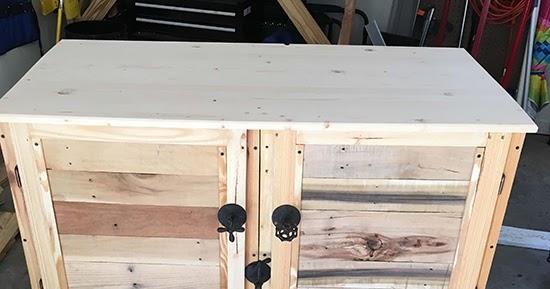 Lemari kabinet unik dari kayu palet bekas  1000