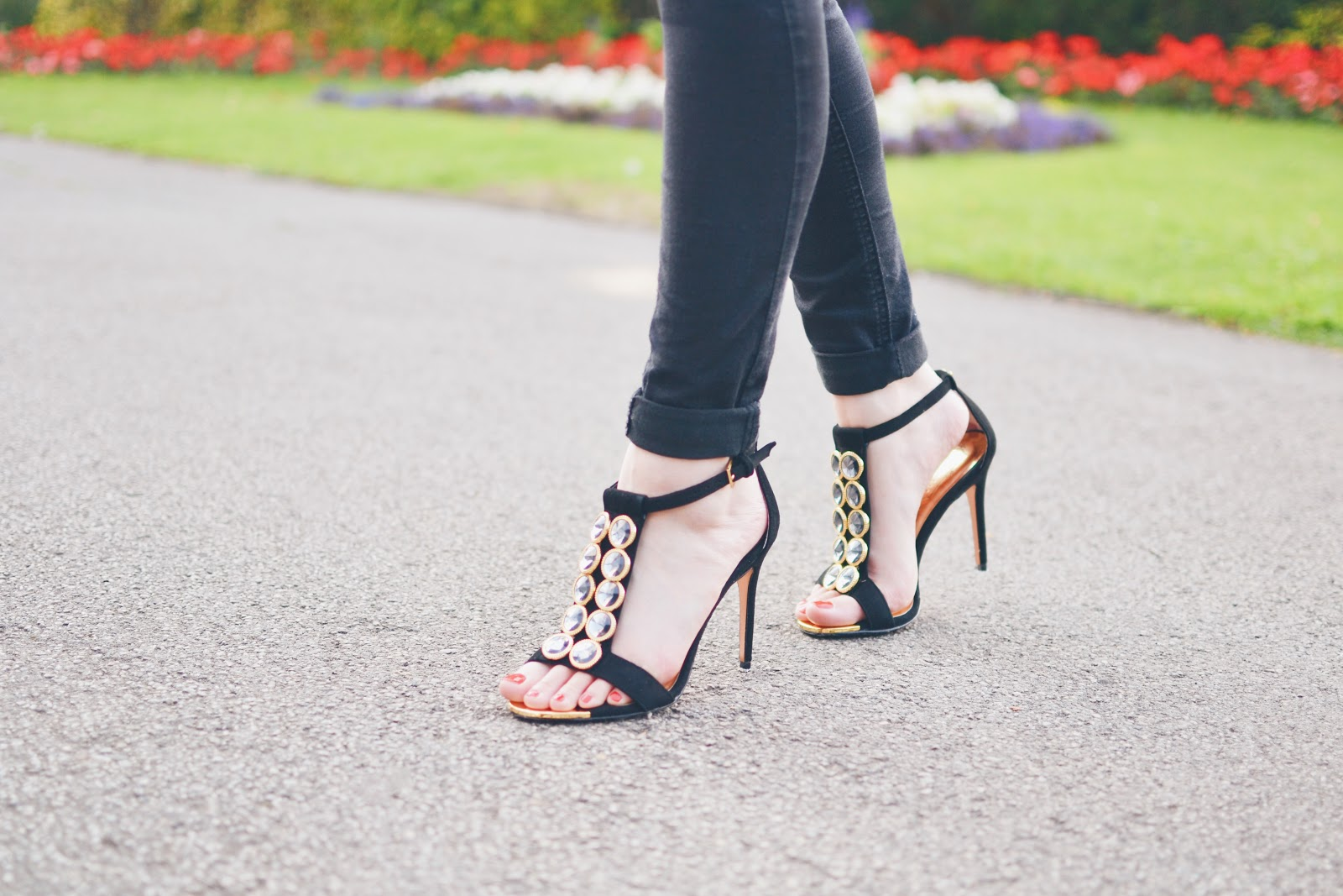ted baker high heel shoes in black and gold