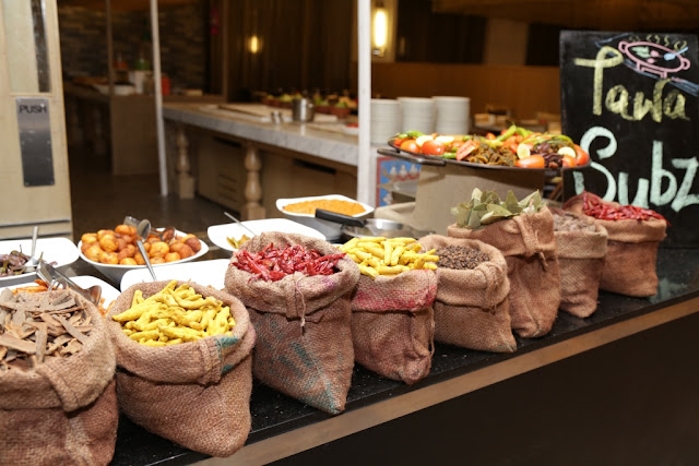 Courtyard by Marriott Agra - MoMo Café is the hotel's dining restaurant