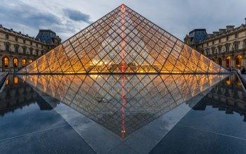 Wallpaper: Louvre Pyramid