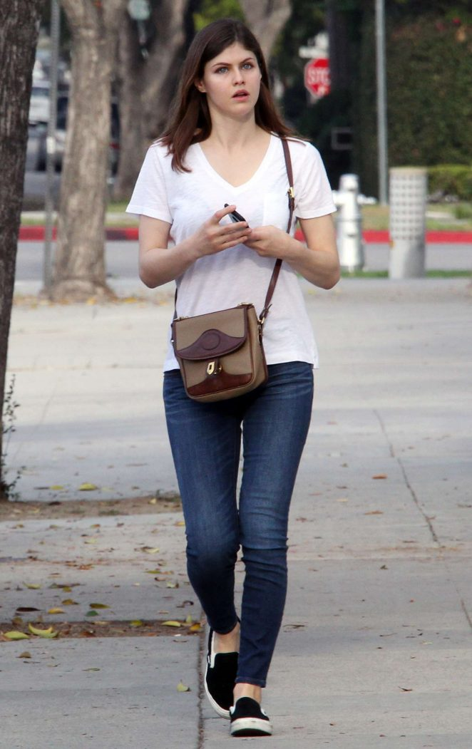 American Actress Alexandra Daddario in White T Shirt Jeans