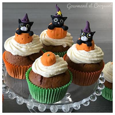Recette-cupcakes-halloween-deco-fondant-chat-sorcier-dans-citrouille