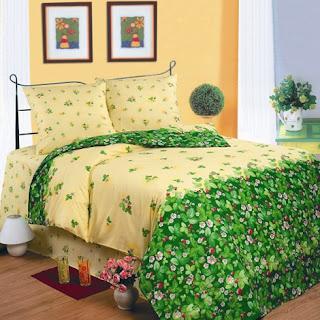 кровать с земляничным постельным набором