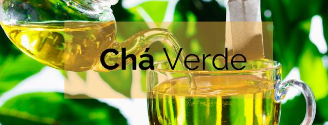 O chá verde é tanto um aliado na sua caneca quanto no seu rosto. O chá verde é preenchido com polifenóis que não só eliminam os radicais livres, mas também funcionam como um antiinflamatório para acelerar a cicatrização de feridas, tornando-se uma excelente escolha para qualquer pessoa com rosácea, psoríase, pele sensível e até acne.