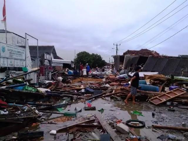 Indonesian tsunami: tsunamis occur in Sunda Strait, destroying the coastal shores of Banten and Lampung