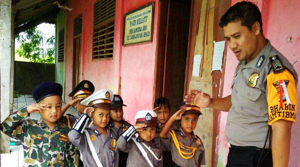 Bhabinkamtibmas Desa Samudra Jaya Beri Bimbingan Bimpocil TK Melati