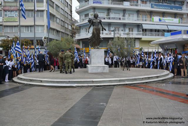 Η κατάθεση στεφάνων στο άγαλμα της Ελευθερίας στην κεντρική πλατεία Κατερίνης (25-3-16)