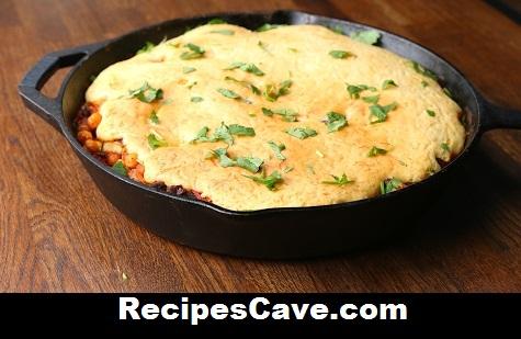 Cheesy Cornbread-Topped Chili Recipe