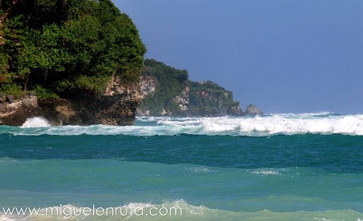 Acantilados-Bingin-Beach