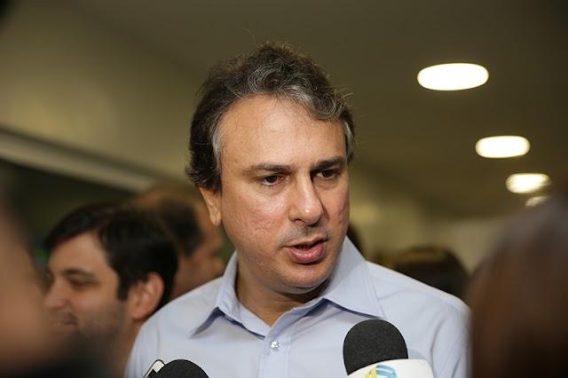 """Governador Camilo Santana dá previsão para 2 editais no CE e promete """"lançar outros concursos"""
