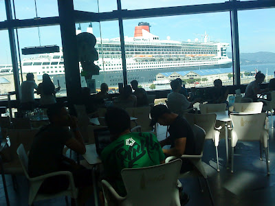 "The cruiser ""Queen Mary 2"" from the coffeshop of A Laxe shopping mall"