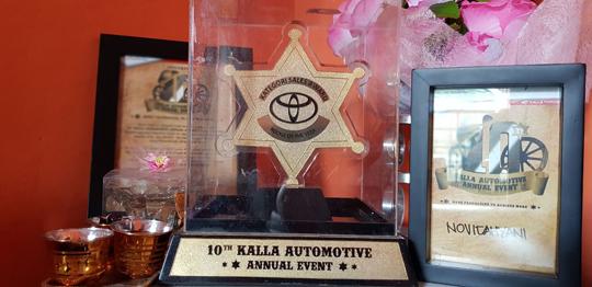 Vivi Toyota Hadji Kalla Kendari Best Sales Award