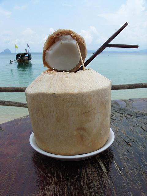 die umsteiger weg vom fleisch kokoswasser coconut water. Black Bedroom Furniture Sets. Home Design Ideas
