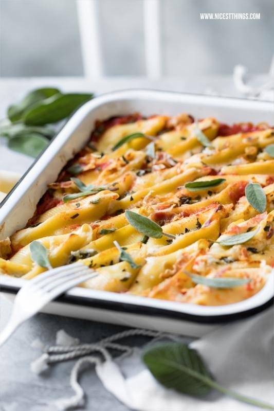 Gefüllte Conchiglioni Muschelnudeln mit Taleggio Käse, Salbei, Pancetta