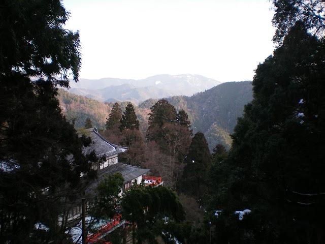 Templo Kurama-dera y montañas de Kioto