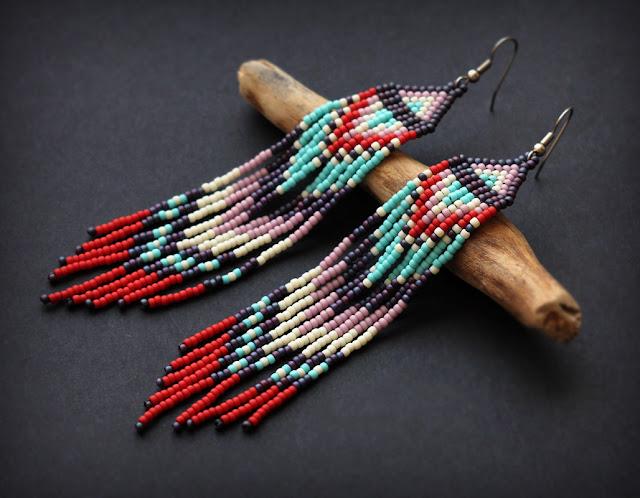 купить Длинные яркие серьги из бисера. Украшение в этническом стиле интернет магазин