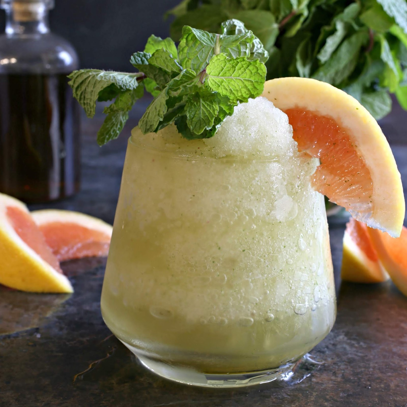 Bourbon cocktail flavored with brown sugar, grapefruit and mint.