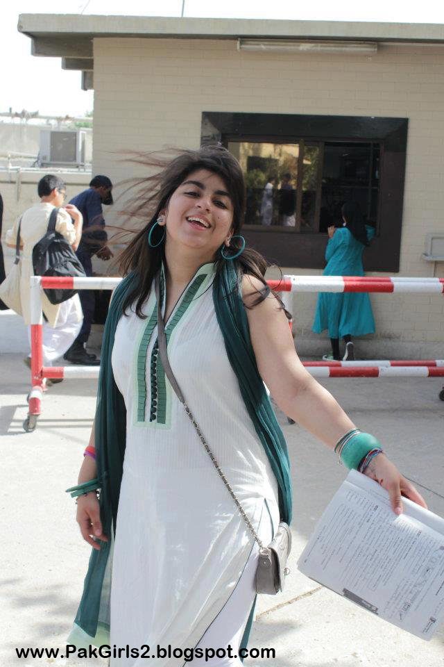gorgeous-pakistani-girls-hot-feeling-of-women-during-oral-sex