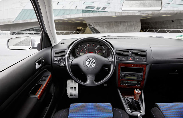 Volkswagen Golf MKIV - interior