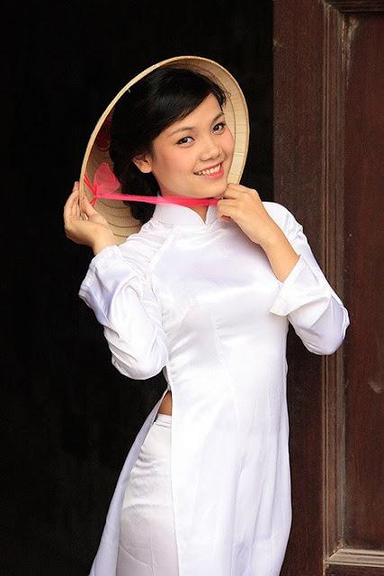 Chica con sombrero en Vietnam
