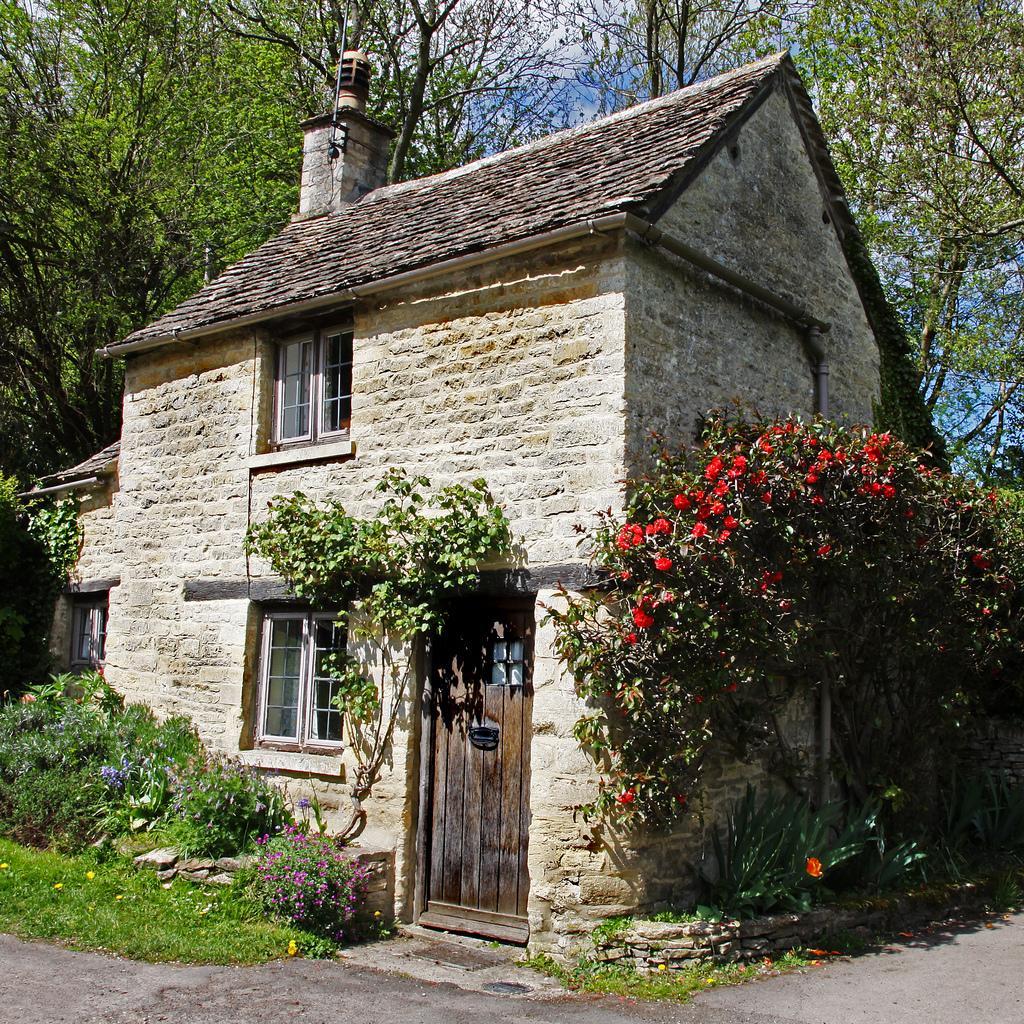 New Home Interior Design: Pretty Cottage