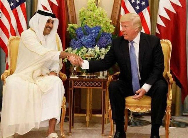 ترامب يبلغ أمير قطر استعداده لحل الأزمة الخليجية