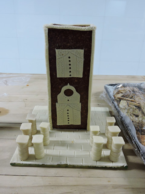 Minaret en croquant et pate d'amande