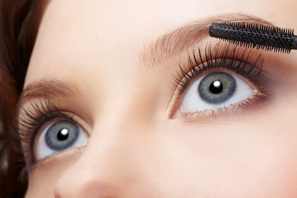 c8804667a90 If you have scanty eyelashes, you don't have to worry. This article  contains some tips that will help you grow back your fallen eyelashes.