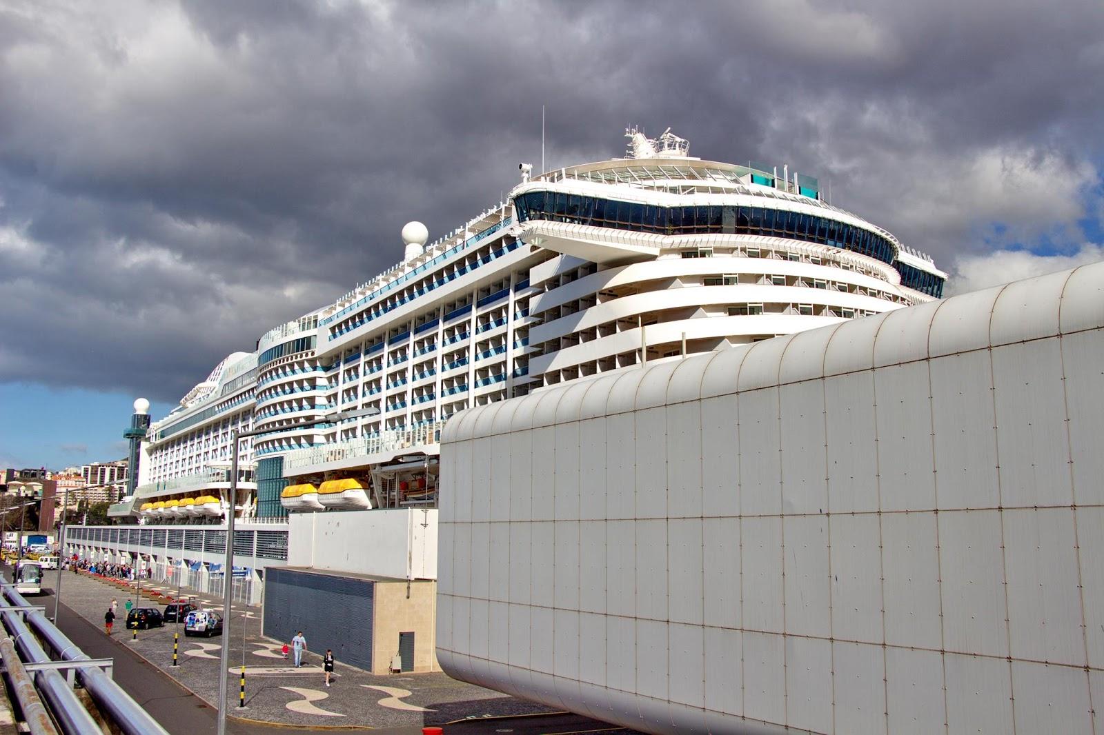 o paquete e a gare marítima