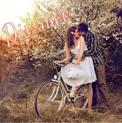 Vélo & couple amoureux à bicyclette