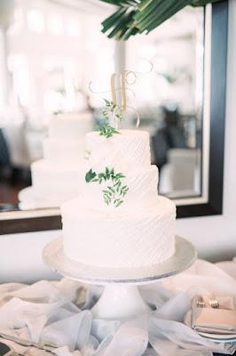 white classic wedding cake