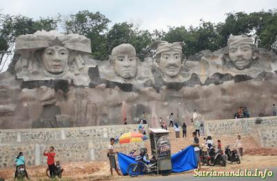 Wisata Patung Relief Empat Marga Di Tulang Bawang Barat
