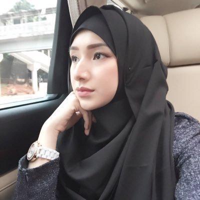 Tips Memilih Warna Hijab Tren 2018 yang Akan Lebih Memancarkan Pesonamu