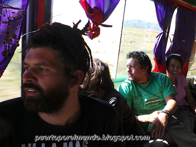 Dejando atrás Potosí rumbo a Oruro, Bolivia.