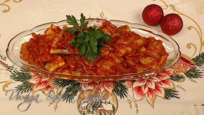 śledzie w sosie pomidorowym