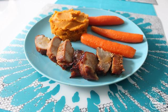 Polędwiczki wieprzowe, purée z batatów, marchewki glazurowane w miodzie