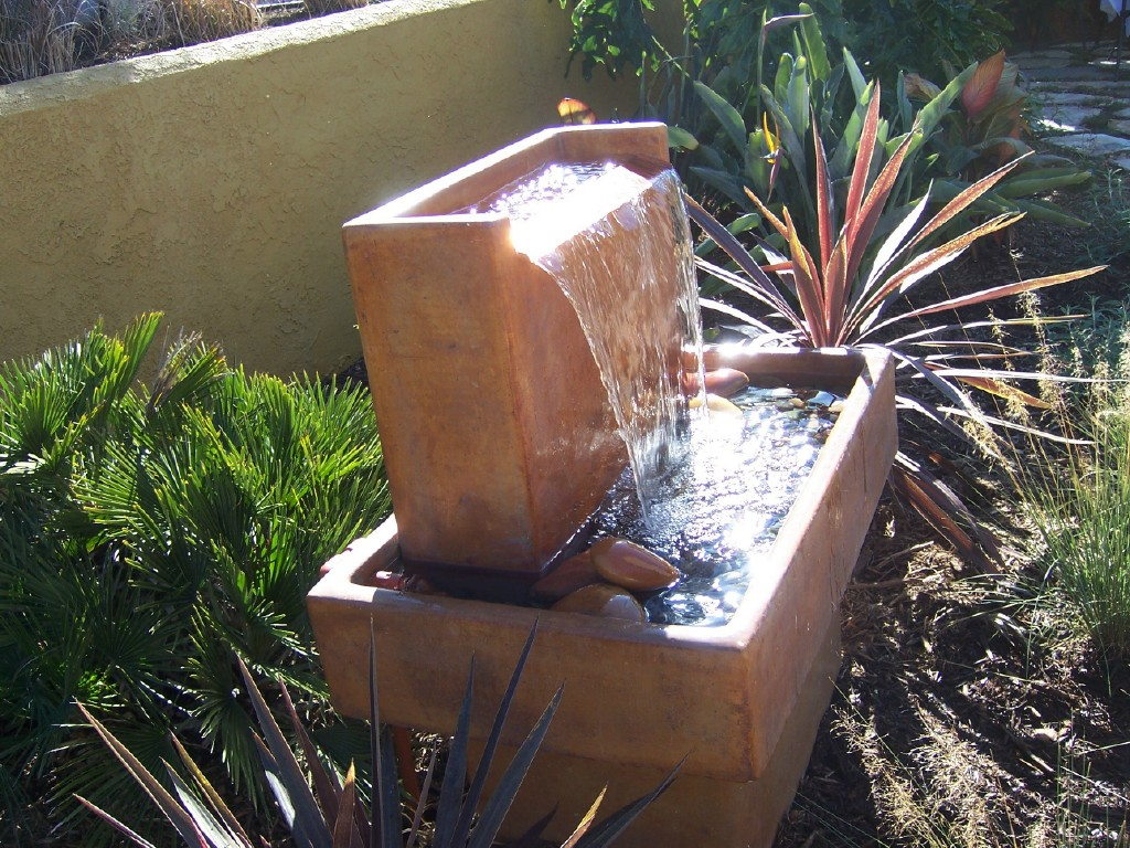 The 2 Minute Gardener: Photo - Modern Water Fountain on Modern Backyard Water Feature id=67104