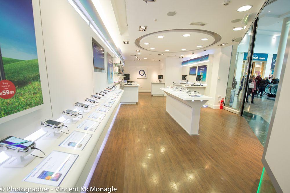 門市採用Gripzo手機防盜架,達到展售零失竊的效能及低維護成本的優勢,智慧手機防盜,手機防盜器,手機防盜繩