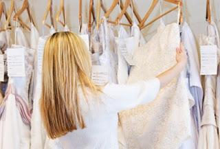 pilih gaun pengantin