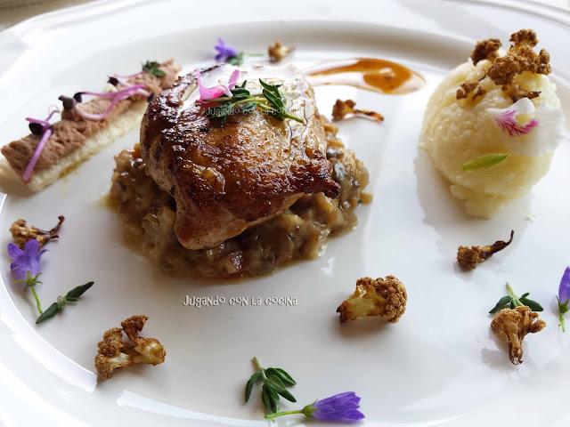 Picantón sobre duxelle, coliflor en dos texturas y foiegras - inspirado en Eneko Atxa - Jugando con la cocina