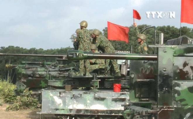 Vietnam Turning American M548 Into Self Propelled Anti Tank Cannon -