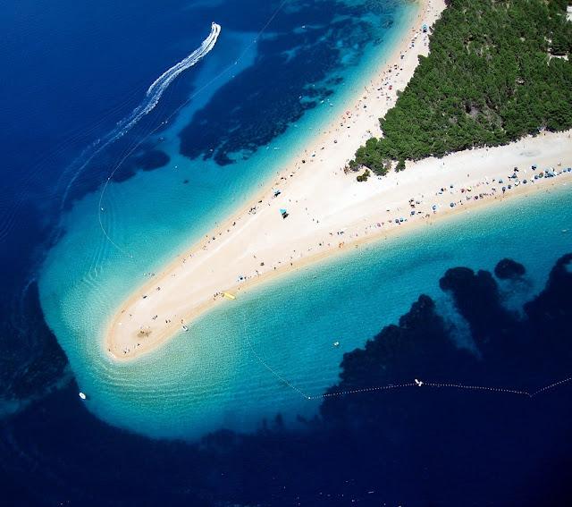 Zlatni Rat, Bol, Brac, Brac Adası, Bol adası, V şeklindeki plaj, Hırvatistan gezi, Bol adası gezi, hızlı feribot, Adriyatik, adalar, dalmaçya kıyıları, en ünlü plajlar, dünyanın en güzel plajı, nereye gitmeli, feribot saatleri, split adaları ulaşım, split, balkanlar gezi, balkanlar vizesiz ülkeler, otel tavsiye, hırvatistan gezi rehberi