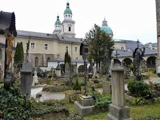 Abadía y cementerio de San Pedro.