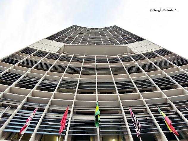 Perspectiva inferior da fachada do Novotel - antigo Hotel Jaraguá - Centro - São Paulo