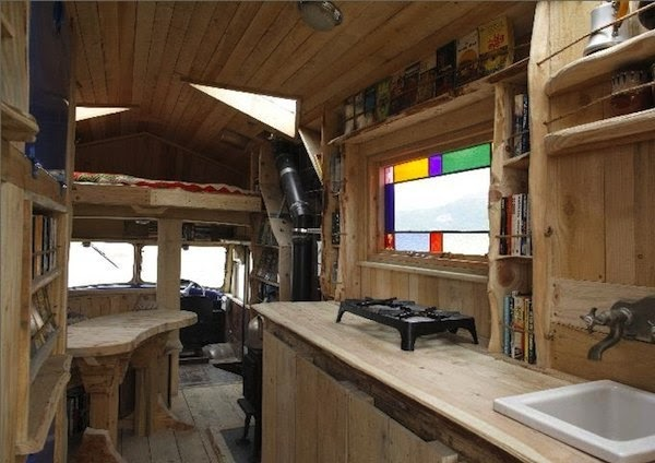 01-Kitchen-and-Dining-Area-Roger-Beck-Architecture-with-the-Timber-Tiny-House-1954-Goddess-Firetruck-www-designstack-co