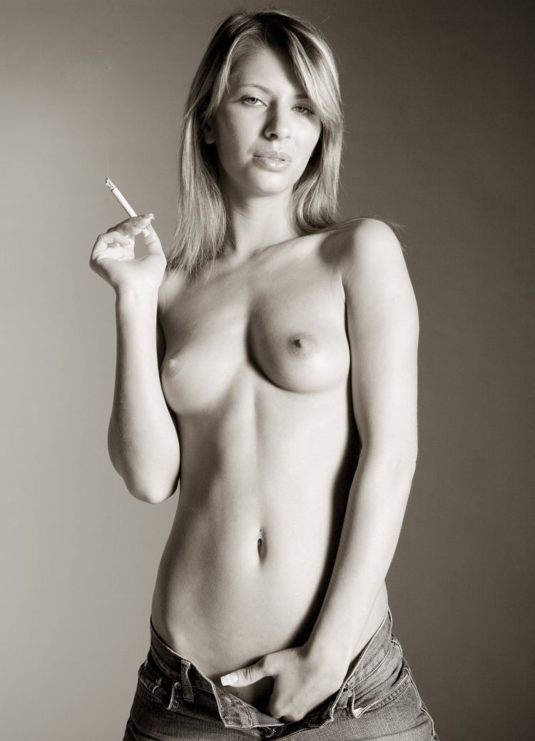 candice-michelle-nude-girls-cigarettes-naked