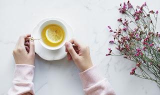 13-Manfaat-Minum-Air-Lemon-Hangat-Di-Pagi-Hari