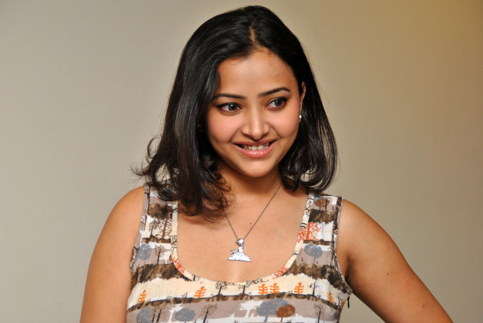 controversial sweet sexy Shwetha basu latest stills
