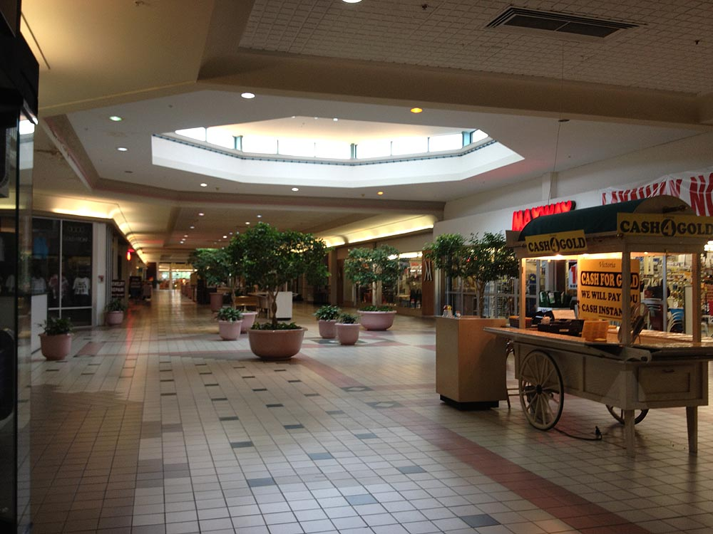 Fairfield Commons Mall Food Court