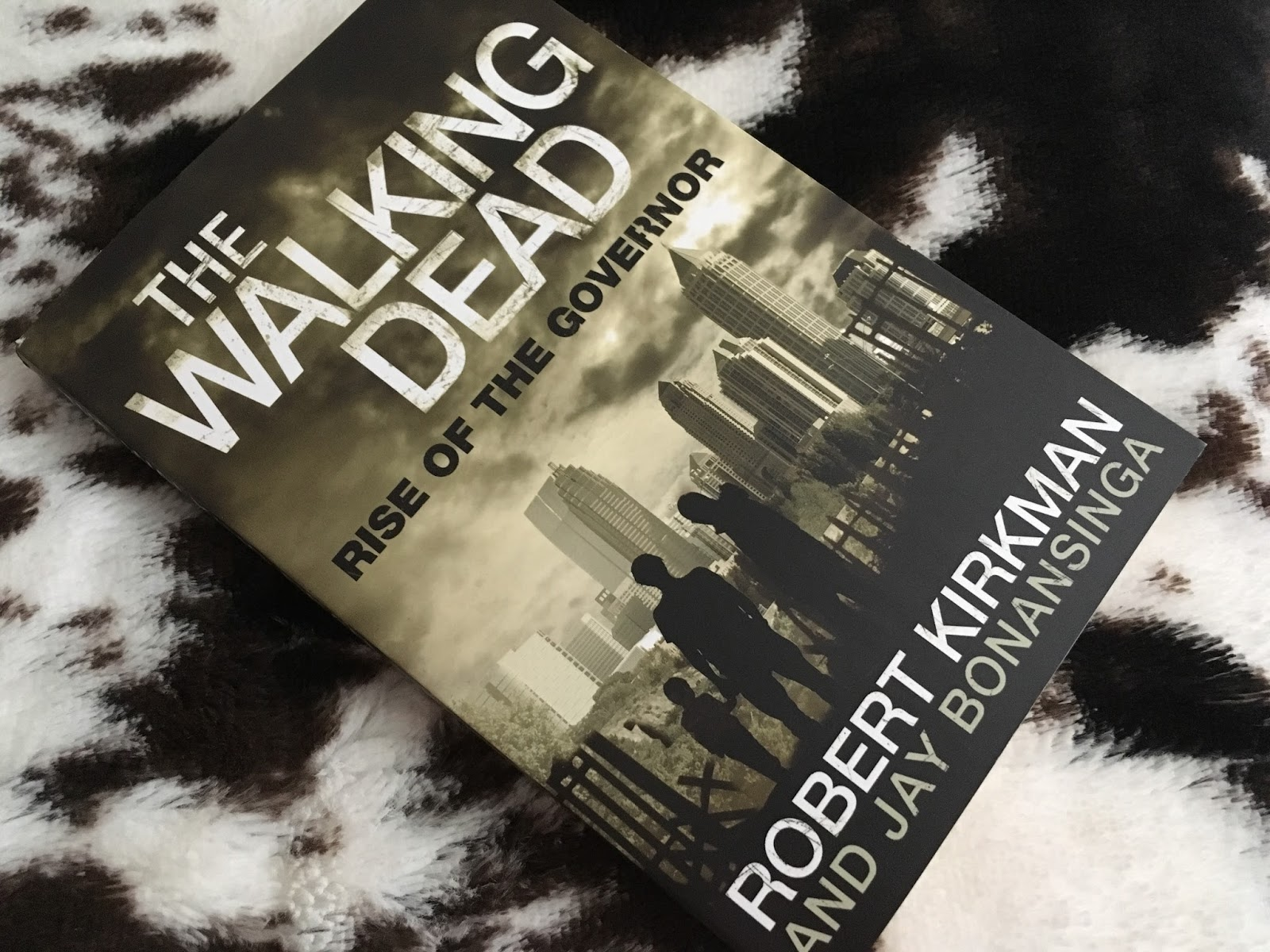 ... Nikki for a trip into the apocalyptic landscape of a zombie ravaged  Georgia in the form of my novel choice – 'The Walking Dead – Rise of the  Governor'.